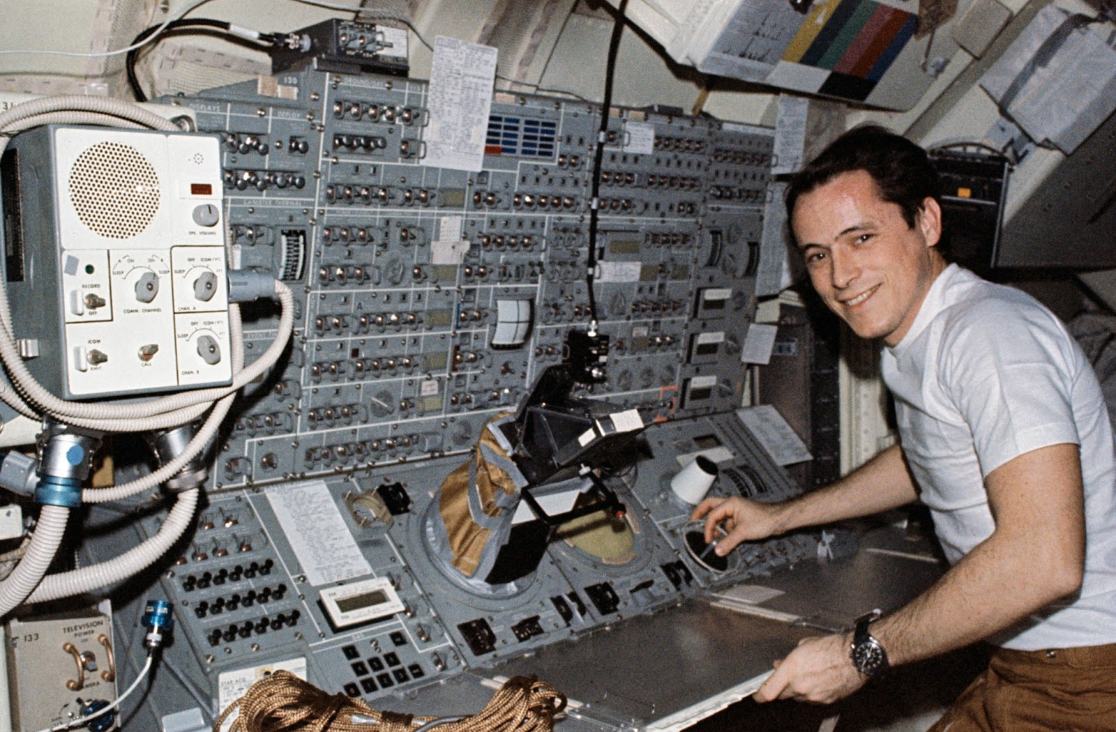 Ed Gibson at the Telescope console on Skylab 4